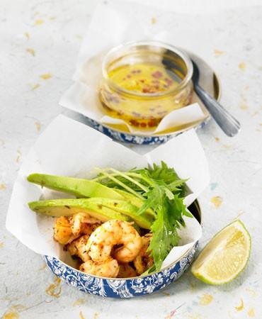 recetas-hojas-de-mizuna-gambas-y-aguacate