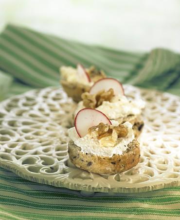 recetas-mini-scones-con-requeson-rabano-y-nueces