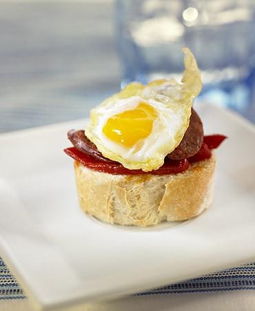recetas-montadito-de-huevos-de-codorniz-y-chorizo