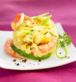 recetas-pasta-al-curry-con-gambas-y-ajo-tierno