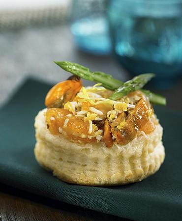 recetas-tartaletas-de-hojaldre-con-marisco-y-esparragos