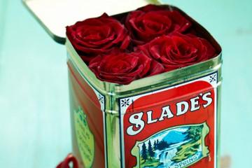 estilo-en-la-mesa-caja-sorpresa-de-flores-miniatura-500x400