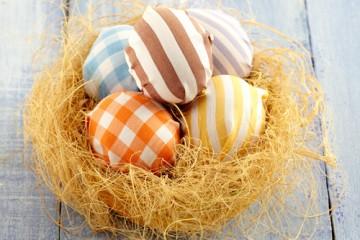estilo-en-la-mesa-huevos-disfrazados-miniatura-500x400