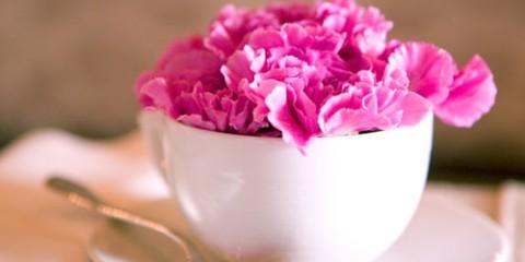 sobre-la-mesa-diy-mesa-con-flores-min