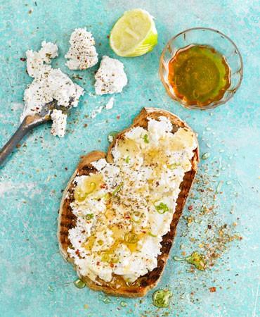 receta-brushetta-ricotta-con-miel