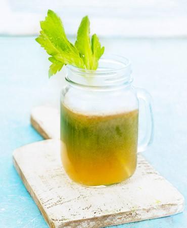 receta-zumo-jengibre-pera-y-apio-370×450