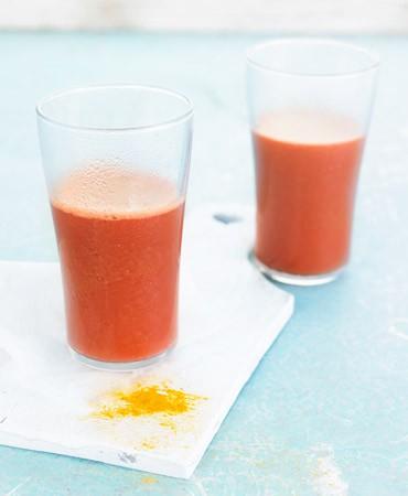 receta-zumo-remolacha-zanahoria-apio-curcuma-370×450