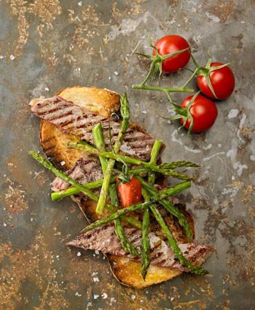 recetas-bruschetta-con-solomillo-esparragos