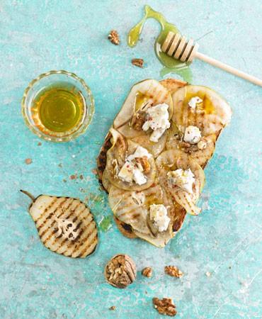 recetas-bruschetta-peras-asadas-gorgonzola
