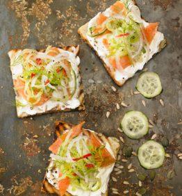 recetas-bruschetta-philadelfia-salmon-ahumado-cebolla