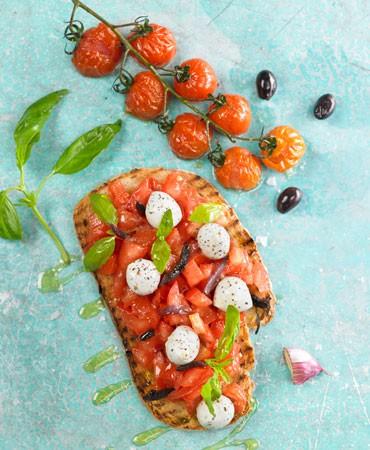 recetas-bruschetta-tomate-mozzarella