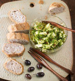 queso-feta-con-chimichurri-370x450