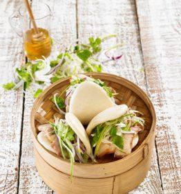 Gua-Bao-al-vapor-relleno-de-panceta-lacada-en-miel-y-verduras-370x450-