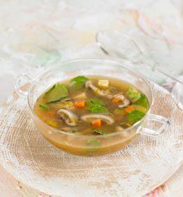 Sopa-de-berros,-jengibre-y-shiitake