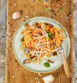 pasta-alla-norma-berenjena-frita-tomate-albahaca-y-ricotta-ahumada