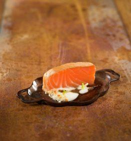 Lingote-de-salmon-ahumado-al-aroma-de-trufa-y-esparragos