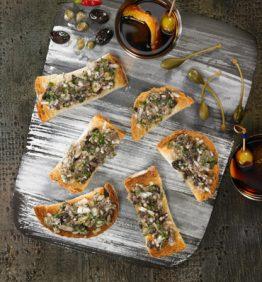 Bruschetta-de-alcaparras,-olivas-y-anchoas