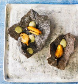 snack-crujiente-negro-con-mejilones-y-placton-marino_370x450