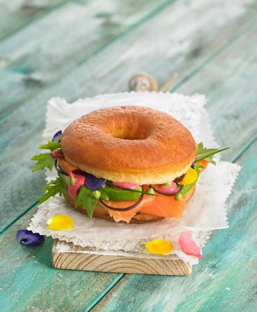 bocadillo-de-pan-frito_salmon-y-vegetales_370x450