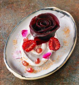 flor-de-remolacha-con-frambuesas-y-granada_370x450