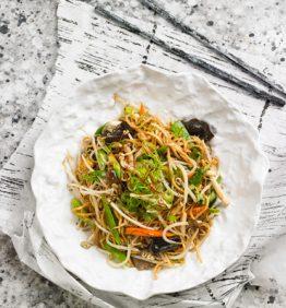chow-mein-de-verduras-y-setas-salsa-de-ostras