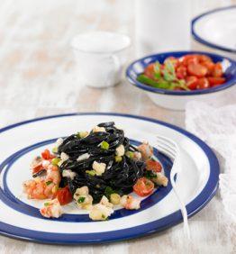 espaguetis-negros-con-ragu-de-pescado