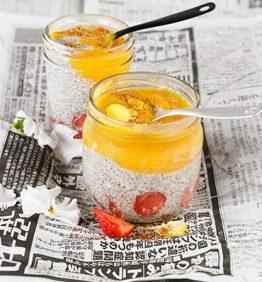 chia-y-mango-y-fresa-con-semillas-de-lino-y-gogi