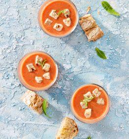 salmorejo-con-queso-de-tomate-seco
