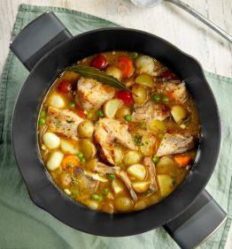 Cazuela de pescado y verduras en una olla de bergner for master chef